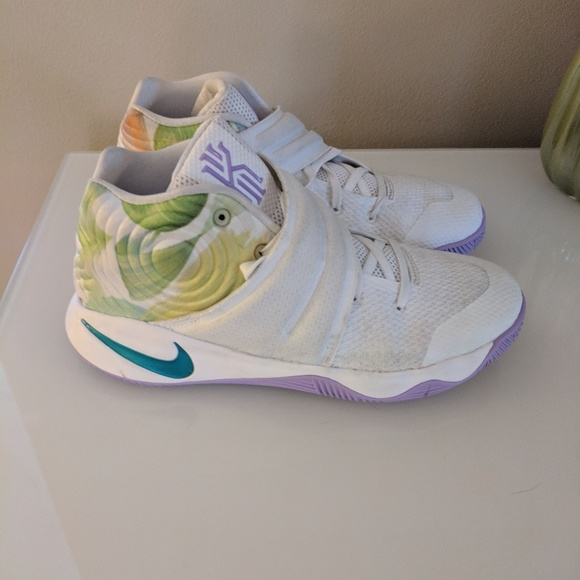best service 7feda de1c4 Girls Nike Kyrie 2 basketball shoes size 3